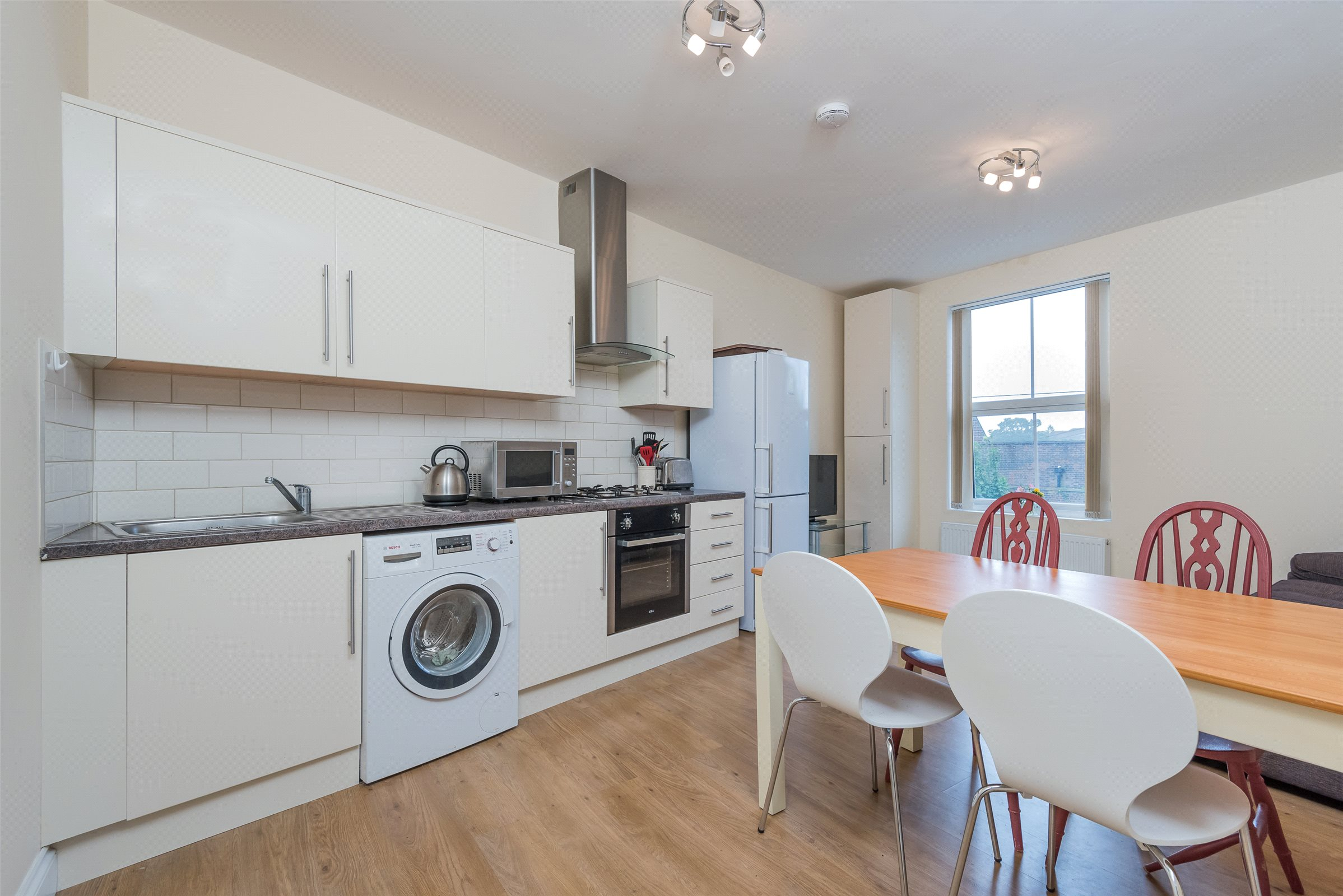 2 Bedrooms Flat for sale in Lilly House, 15 Holmesdale Road, Reigate, Surrey, RH2