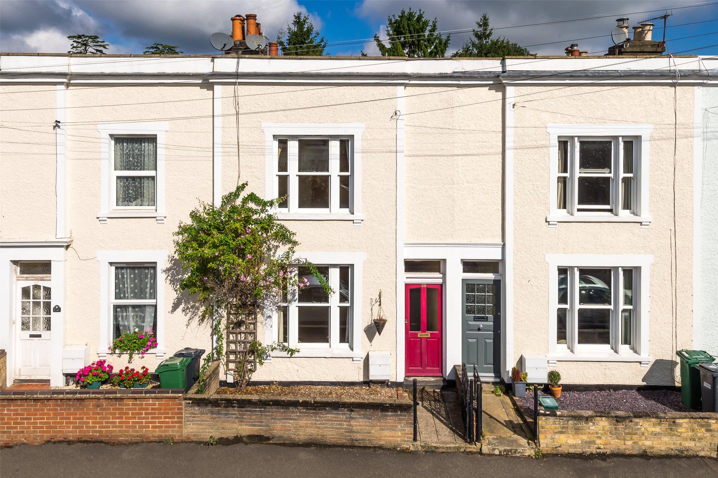 2 Bedrooms Terraced House for sale in Warren Road, Reigate, Surrey, RH2