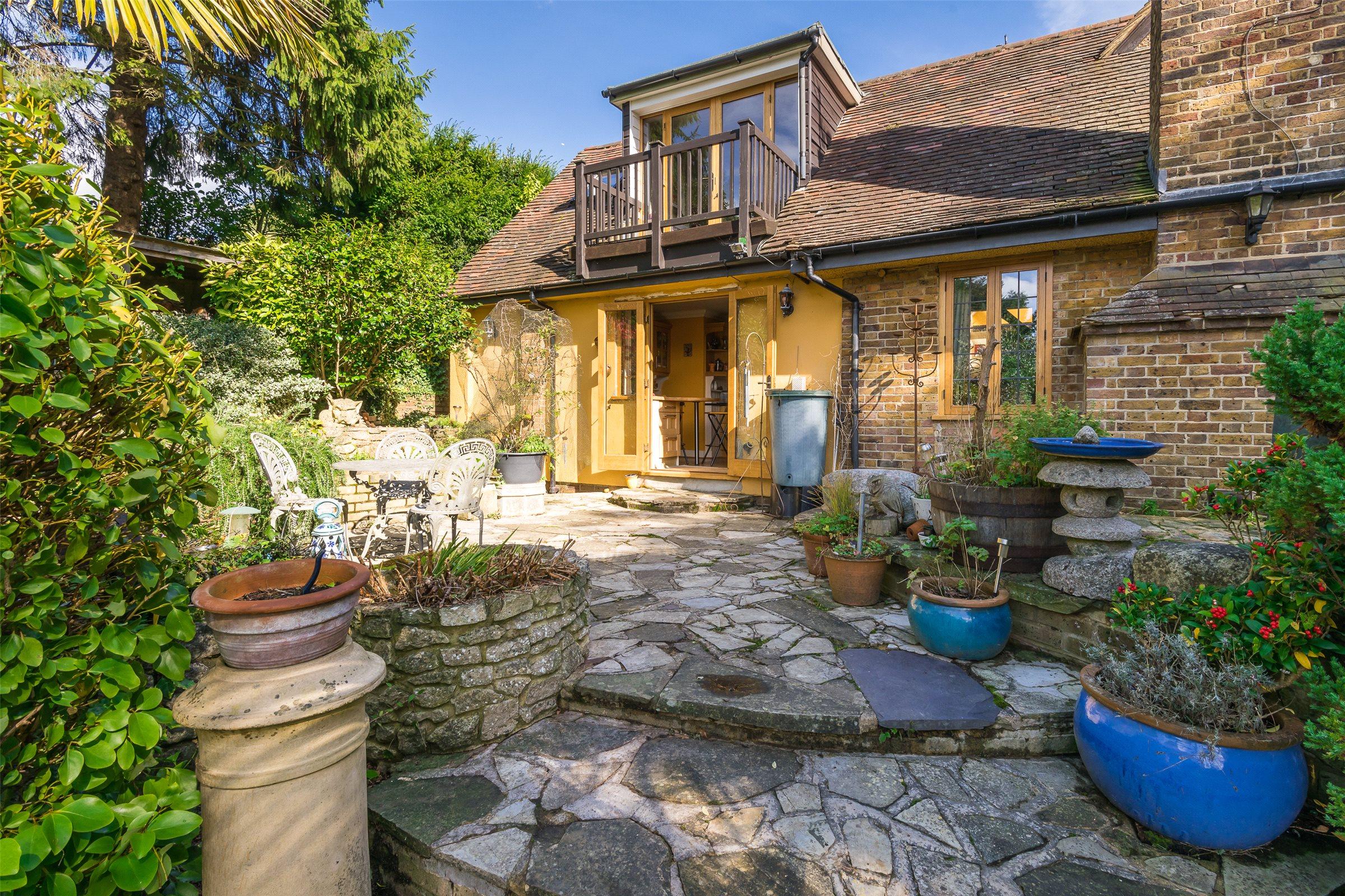 3 Bedrooms Semi Detached House for sale in Raglan Road, Reigate, Surrey, RH2