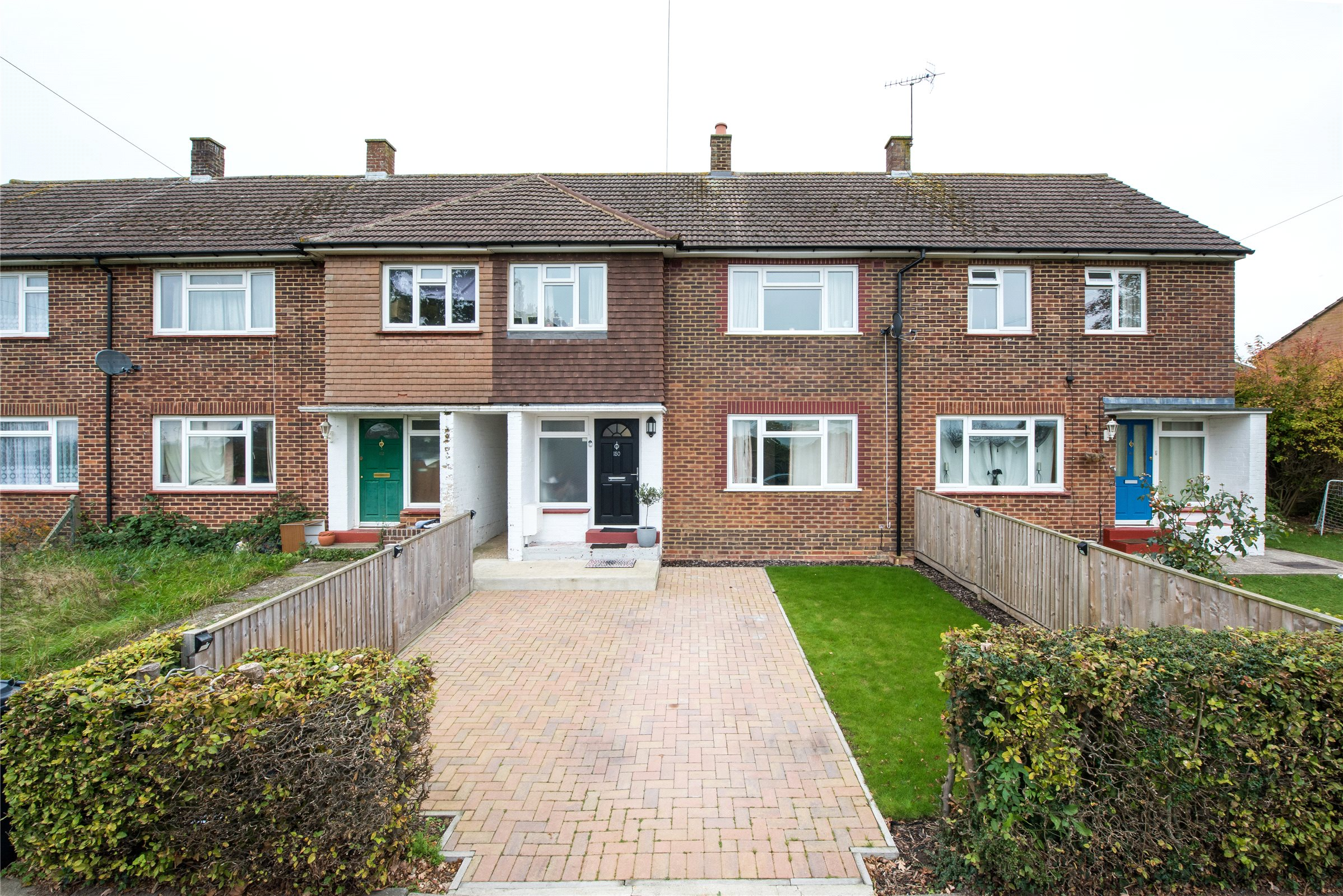 3 Bedrooms Terraced House for sale in Sandcross Lane, Reigate, Surrey, RH2
