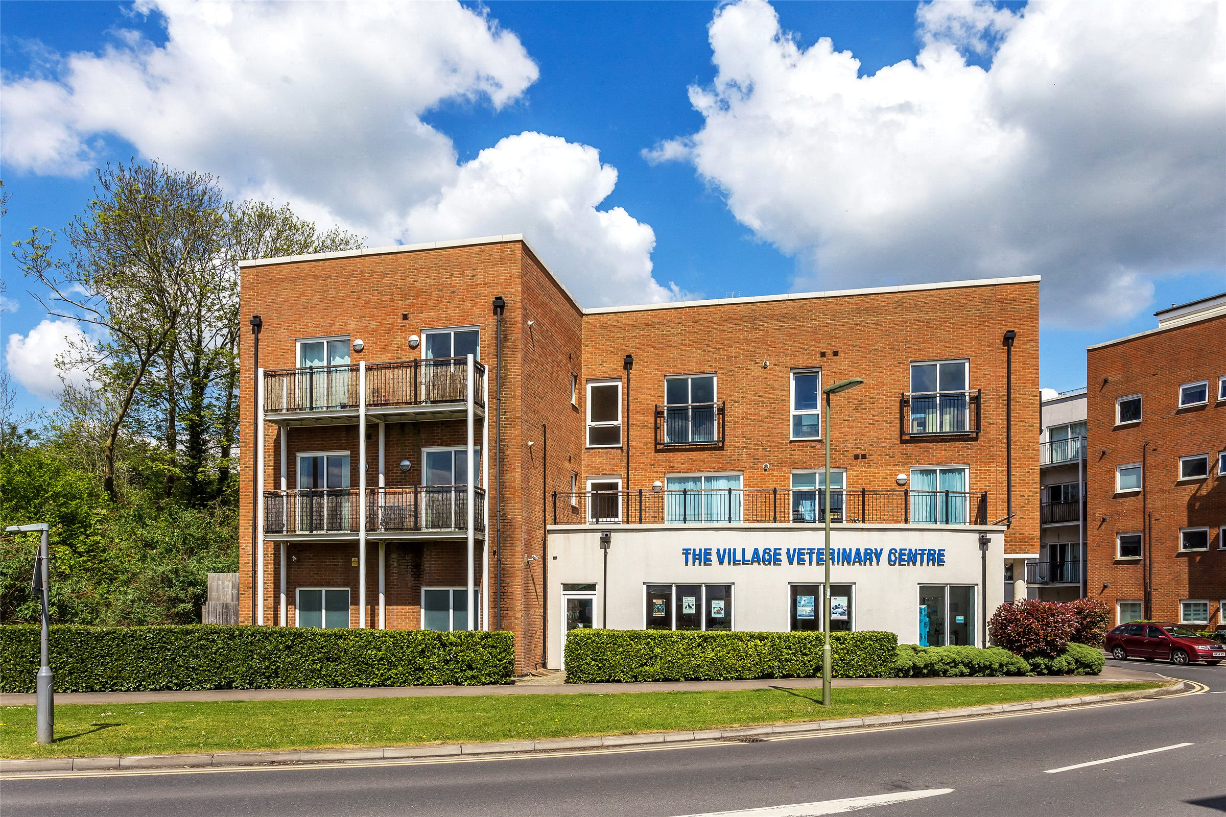 2 Bedrooms Apartment Flat for sale in Thornton Side, Redhill, Surrey, RH1