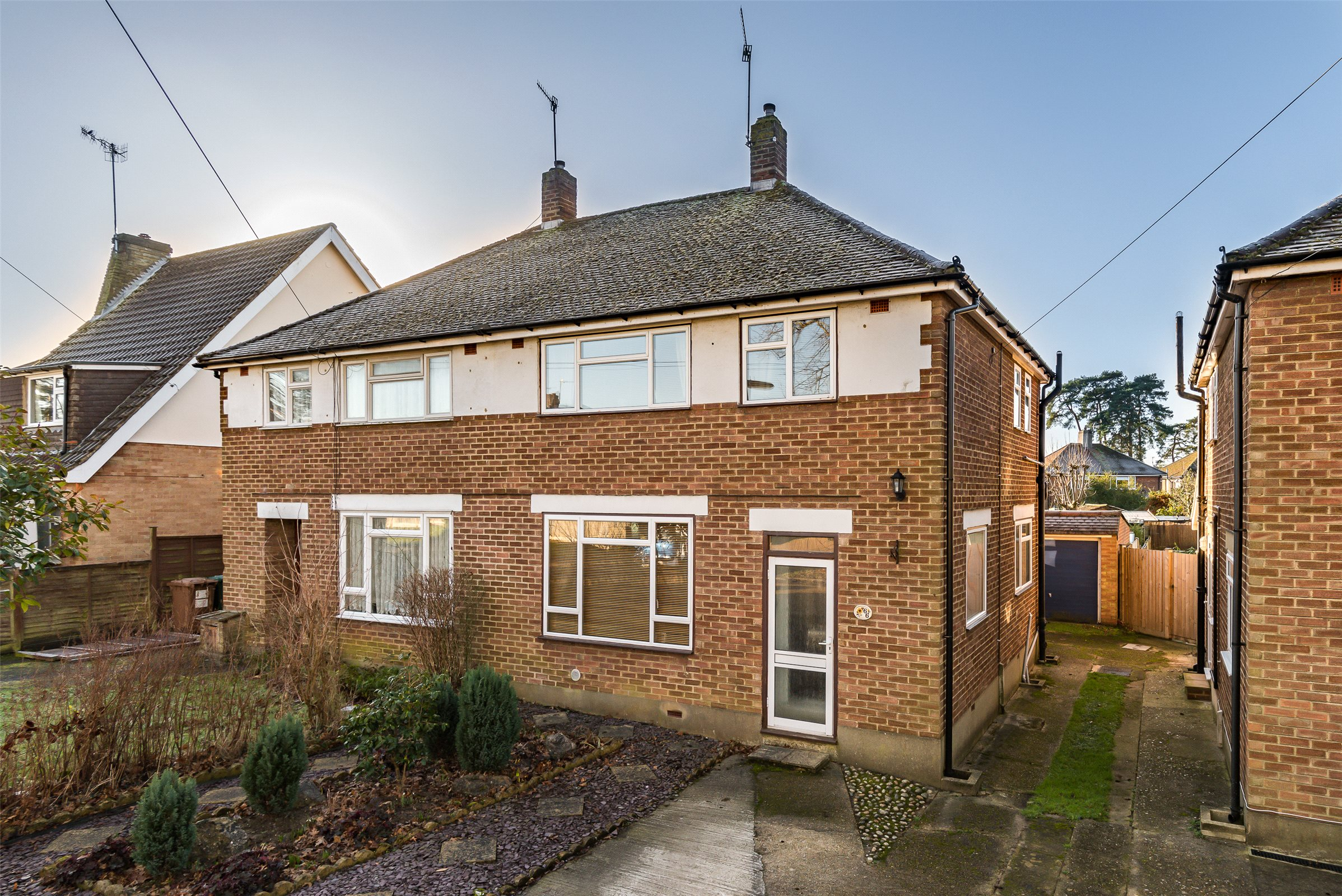 3 Bedrooms Semi Detached House for sale in Kingsley Grove, Reigate, Surrey, RH2