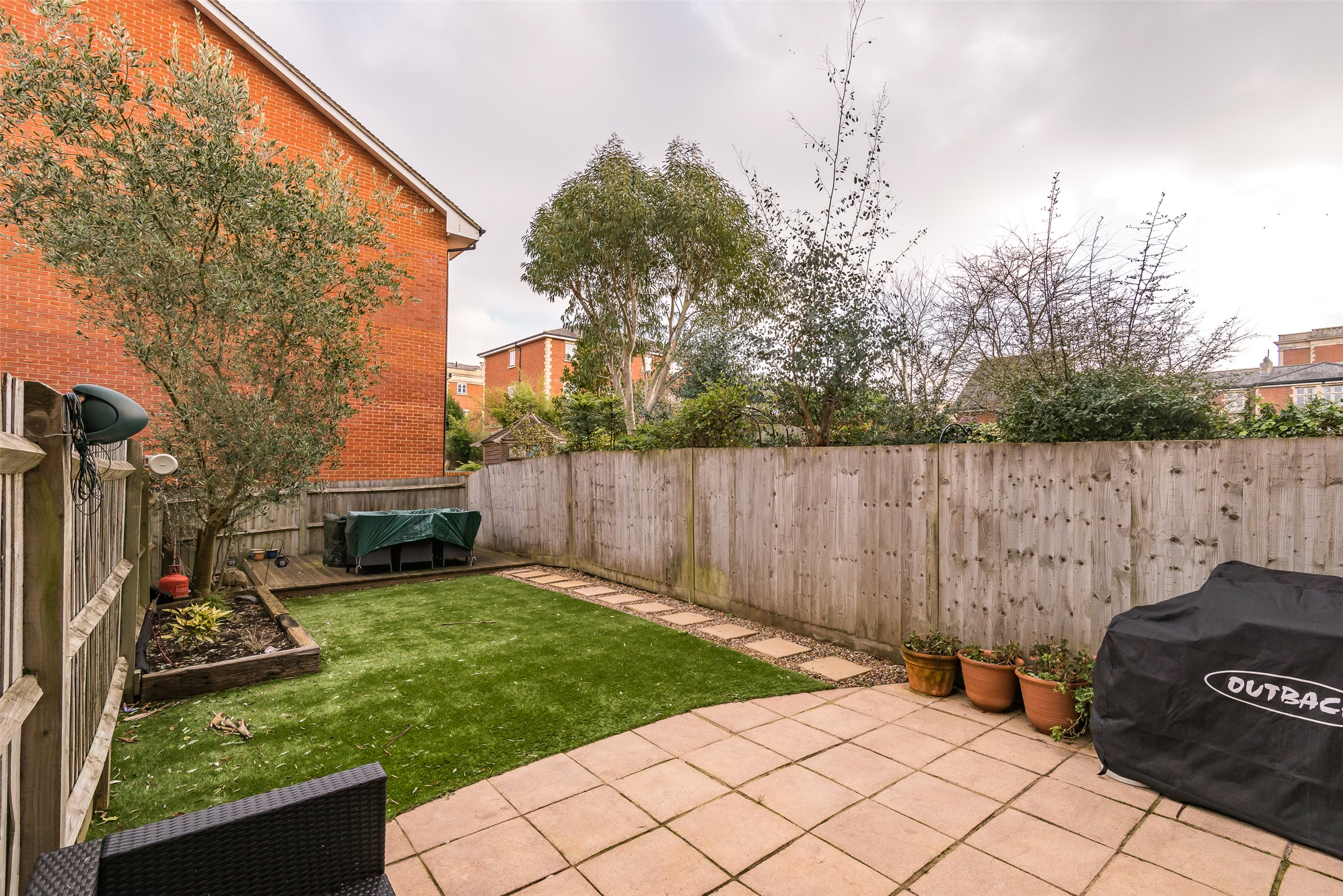 3 Bedrooms Terraced House for sale in Royal Earlswood Park, Redhill, Surrey, RH1