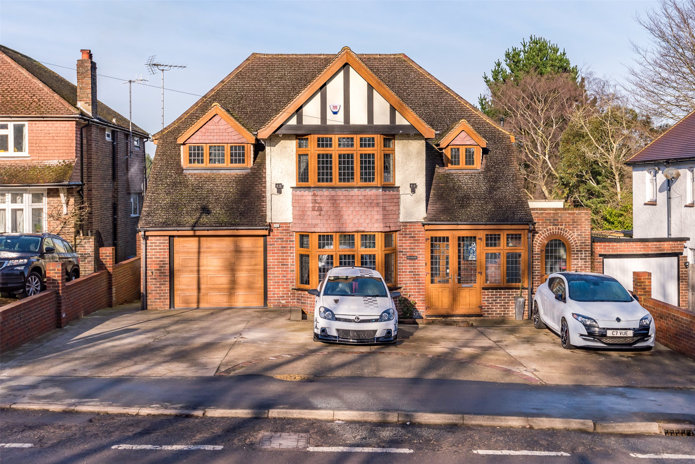 4 Bedrooms Detached House for sale in Godstone Road, Bletchingley, Redhill, Surrey, RH1