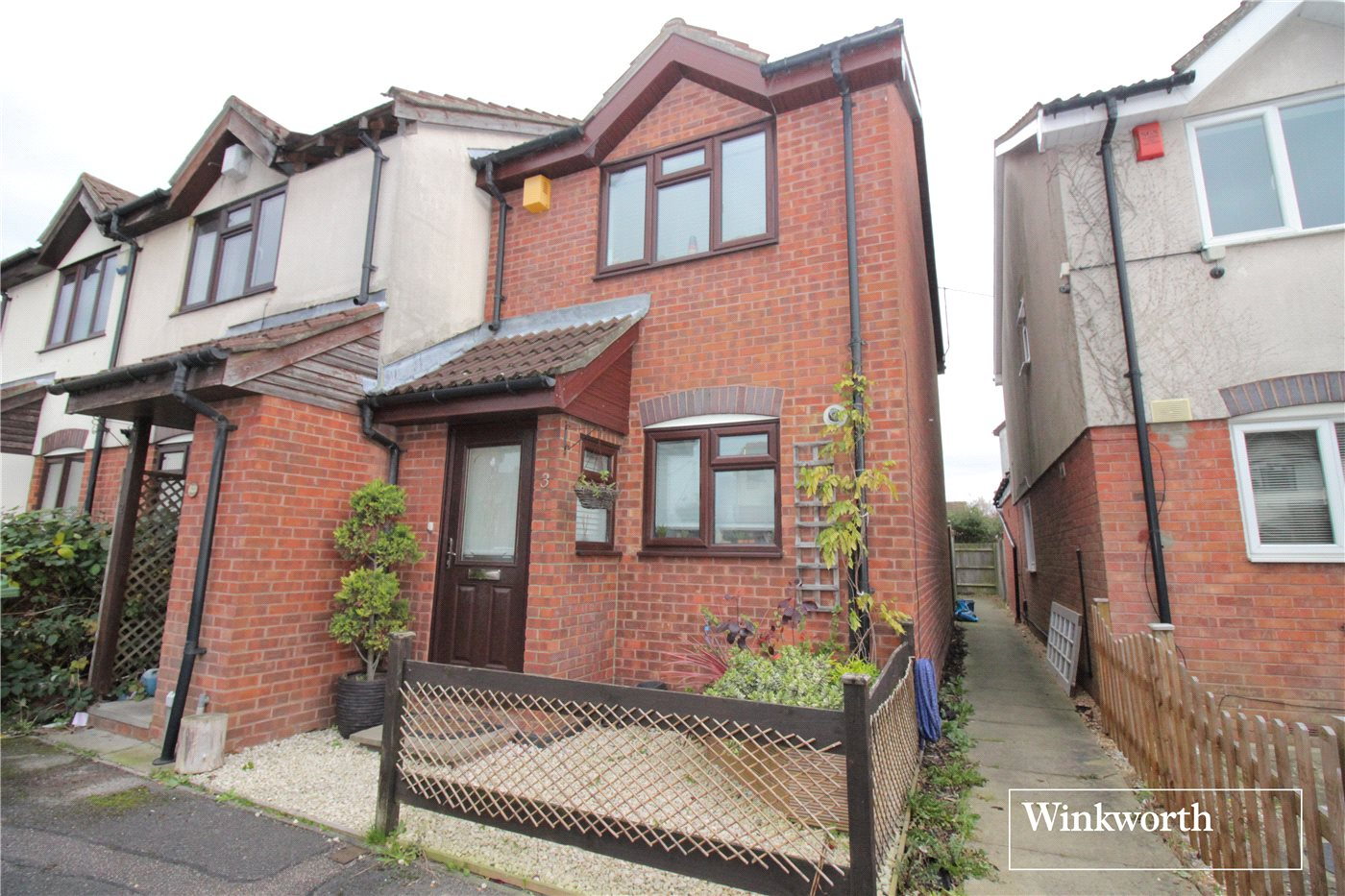 2 Bedrooms End Of Terrace House for sale in Hay Close, Borehamwood, Hertfordshire, WD6