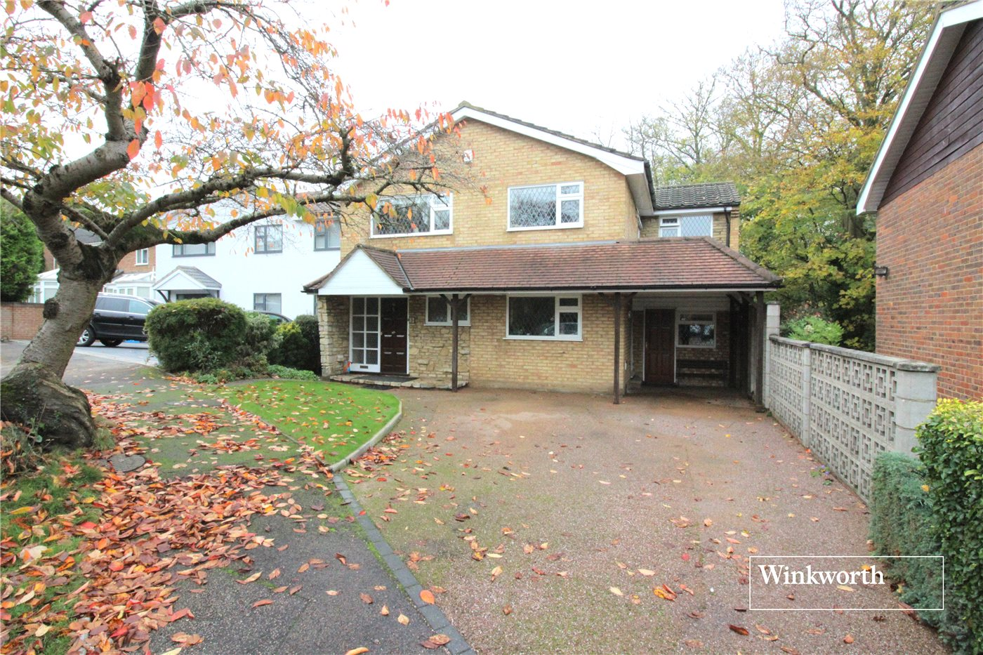 4 Bedrooms Detached House for sale in Woodside, Elstree, Hertfordshire, WD6