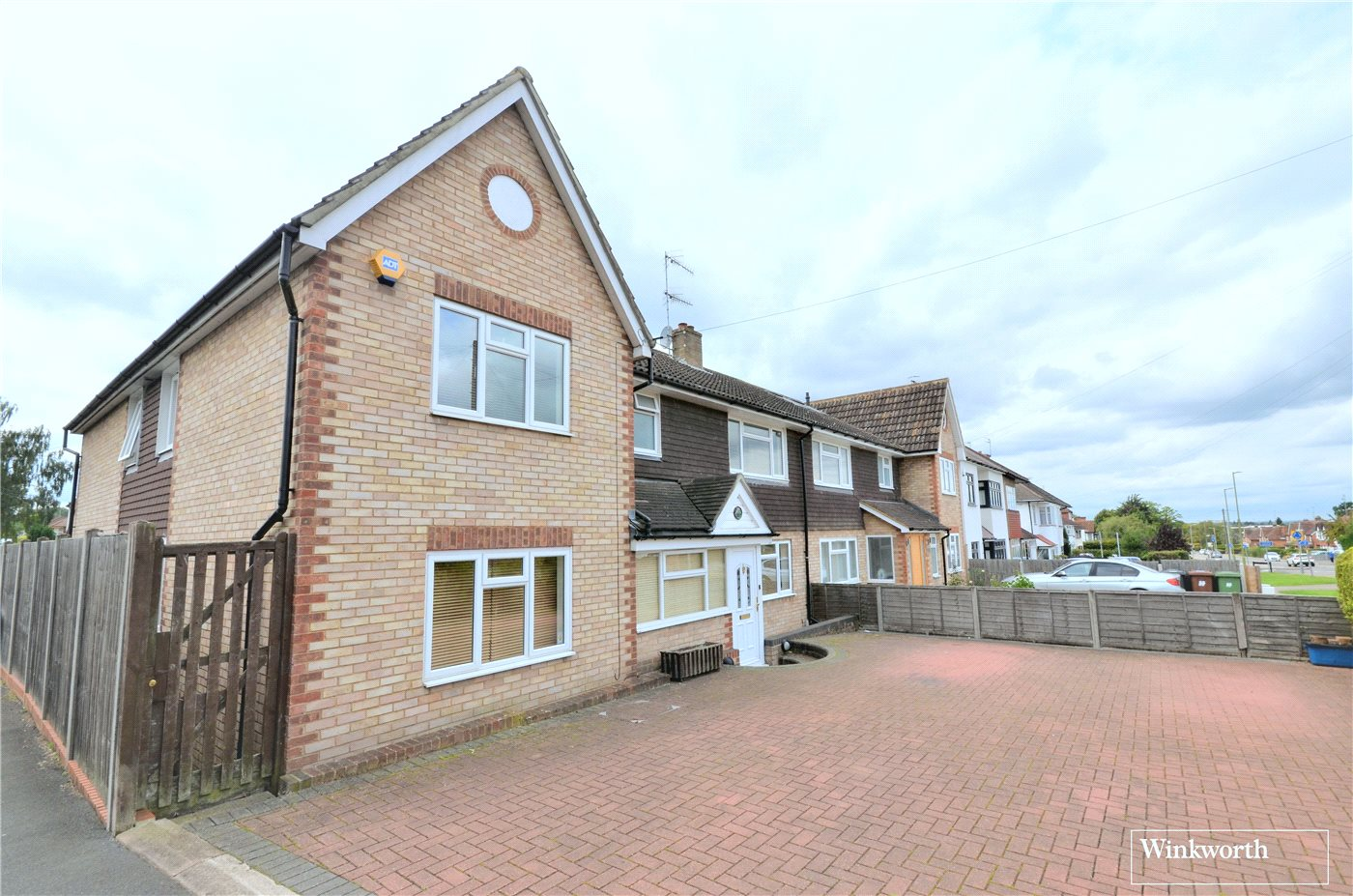 5 Bedrooms Semi Detached House for sale in Furzehill Road, Borehamwood, Hertfordshire, WD6