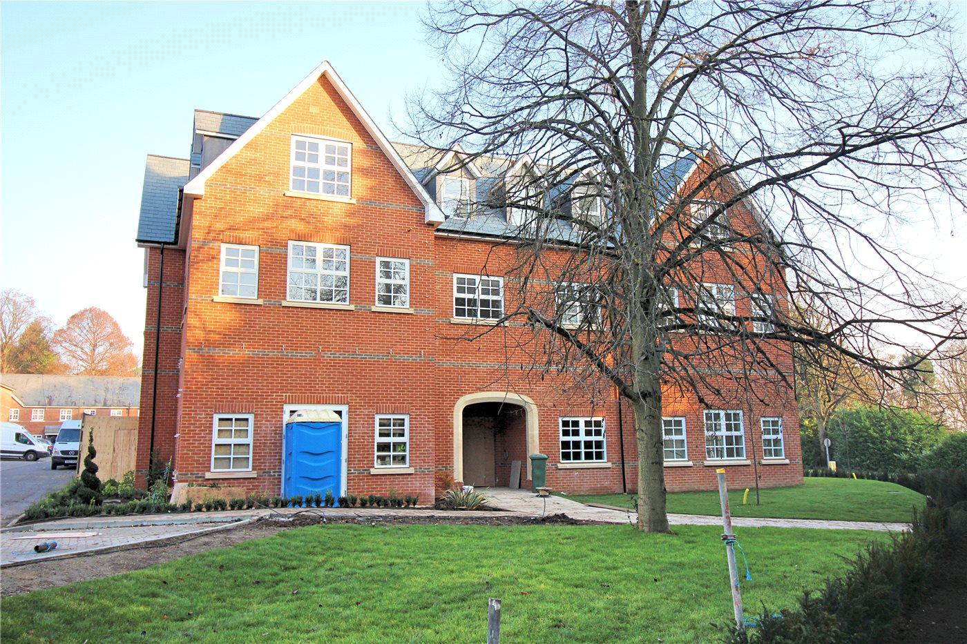 2 Bedrooms Flat for sale in Goldring Court, Napsbury Park, St Albans, Herts, AL2