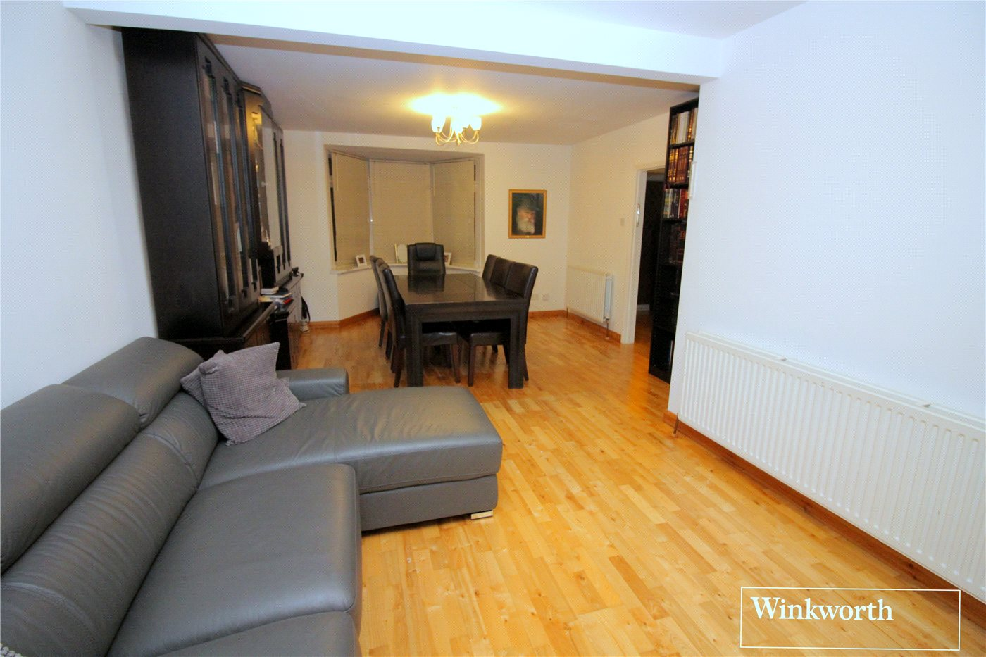 3 Bedrooms Terraced House for sale in Linton Avenue, Borehamwood, Hertfordshire, WD6
