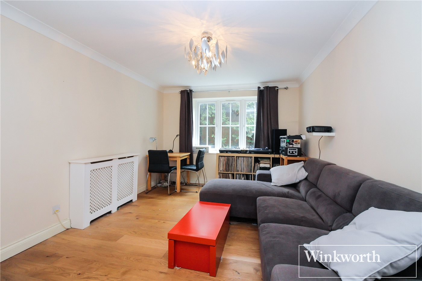 2 Bedrooms Flat for sale in Holt Close, Elstree, Hertfordshire, WD6