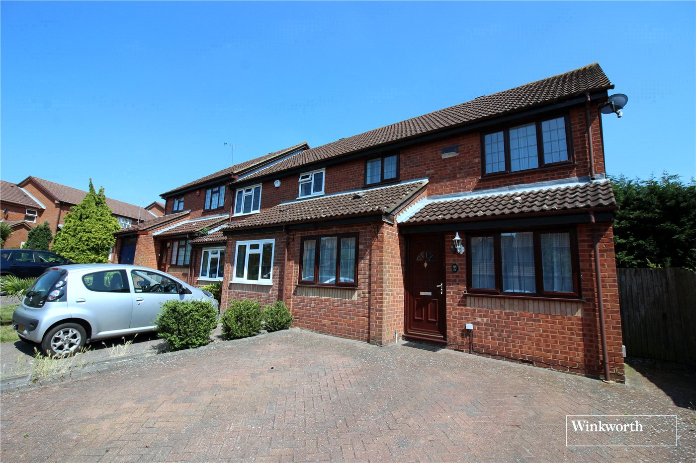 3 Bedrooms Semi Detached House for sale in The Campions, Borehamwood, Hertfordshire, WD6