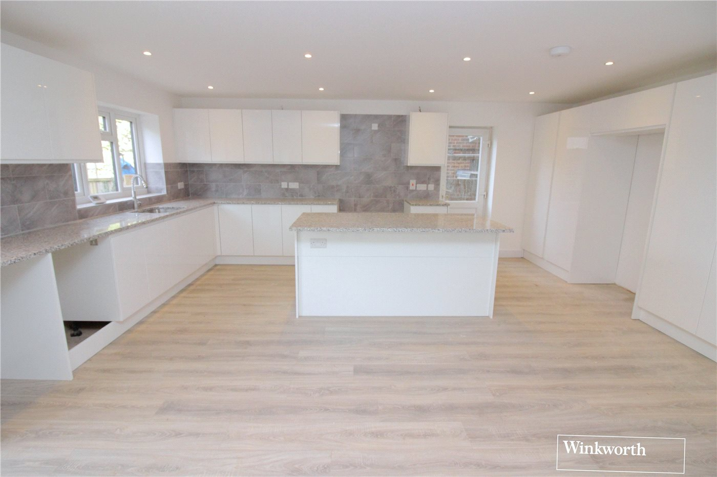 5 Bedrooms Semi Detached House for sale in Beech Drive, Borehamwood, Hertfordshire, WD6