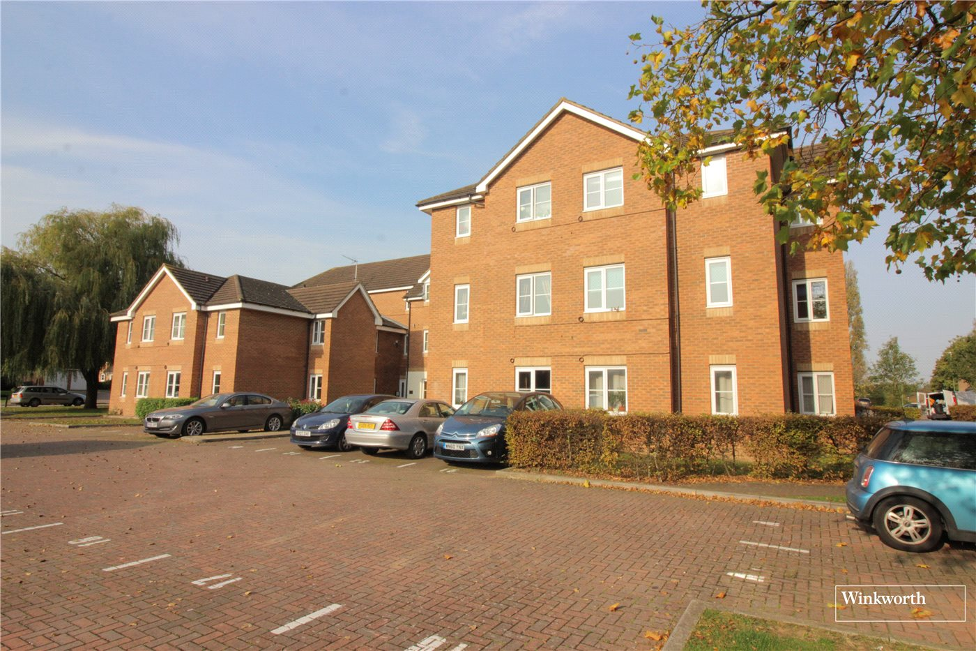 2 Bedrooms Flat for sale in Sommerville Court, Alconbury Close, Borehamwood, Hertfordshire, WD6