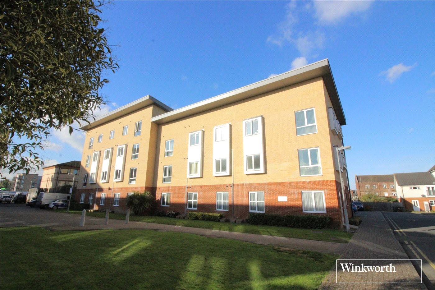 2 Bedrooms Flat for sale in Granger Court, Whitehall Close, Borehamwood, Hertfordshire, WD6