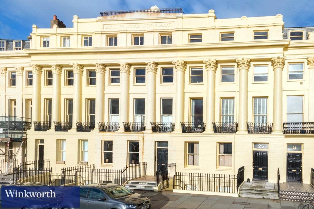 4 Bedrooms Flat for rent in Brunswick Terrace, Hove, East Sussex, BN3
