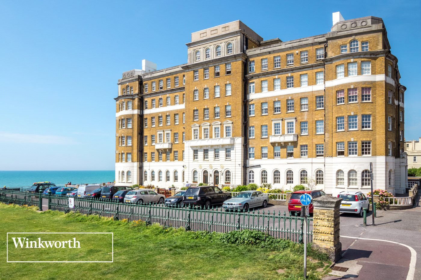 2 Bedrooms Flat for sale in Courtenay Gate, Courtenay Terrace, Hove, East Sussex, BN3