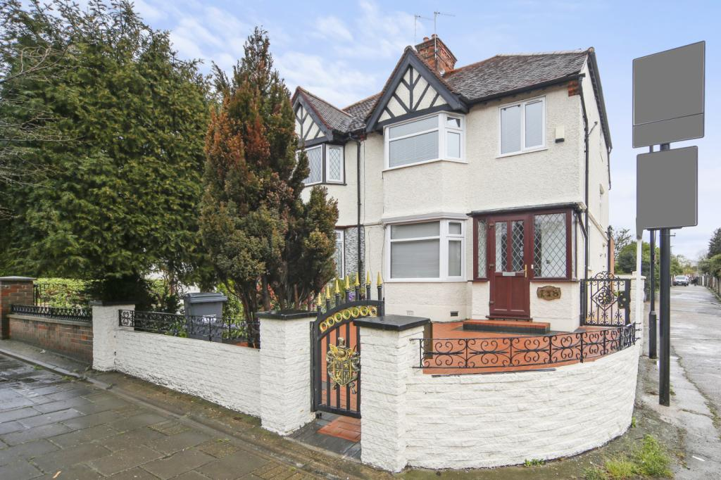 4 Bedrooms Semi Detached House for sale in Gunnersbury Avenue, London, W3