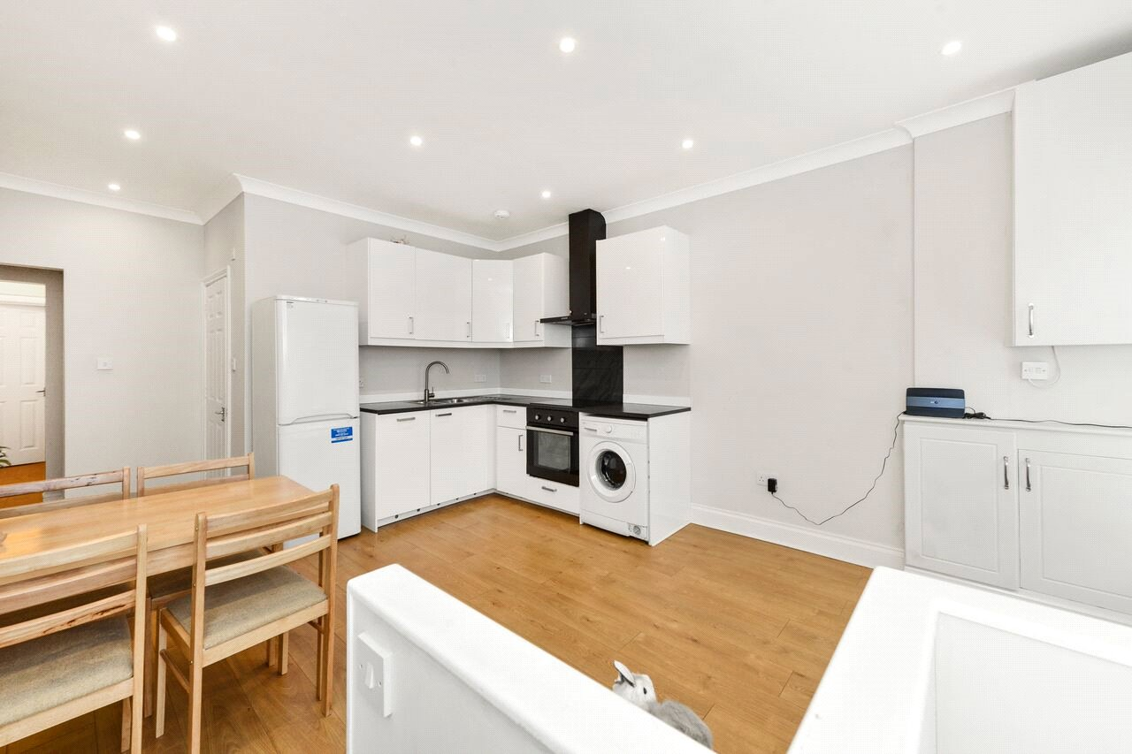 2 Bedrooms Flat for sale in Churchfield Road, London, W3