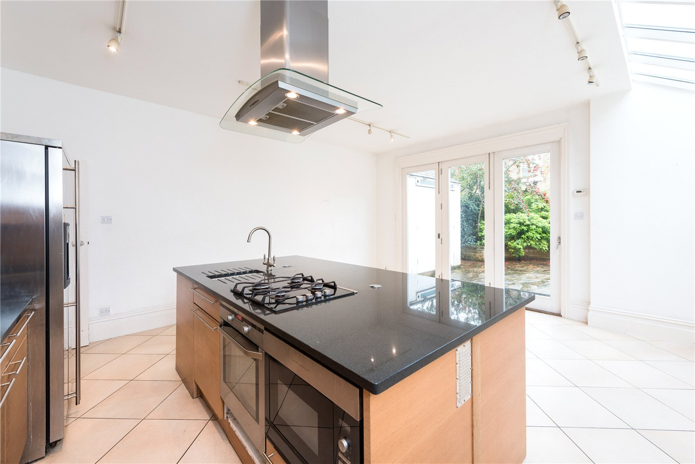 4 Bedrooms Semi Detached House for sale in Willcott Road, London, W3