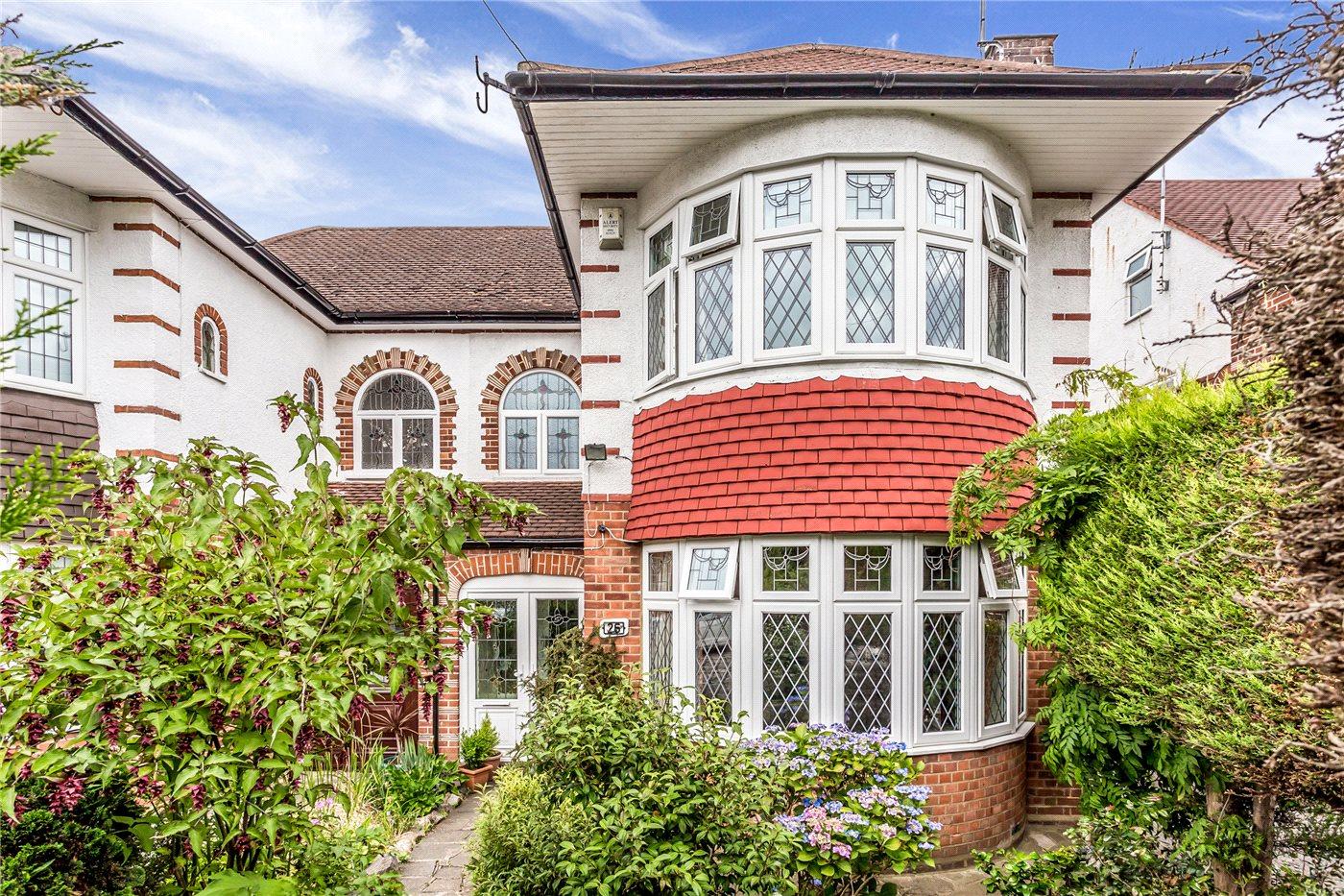 3 Bedrooms Semi Detached House for sale in Bincote Road, Enfield, Middx, EN2