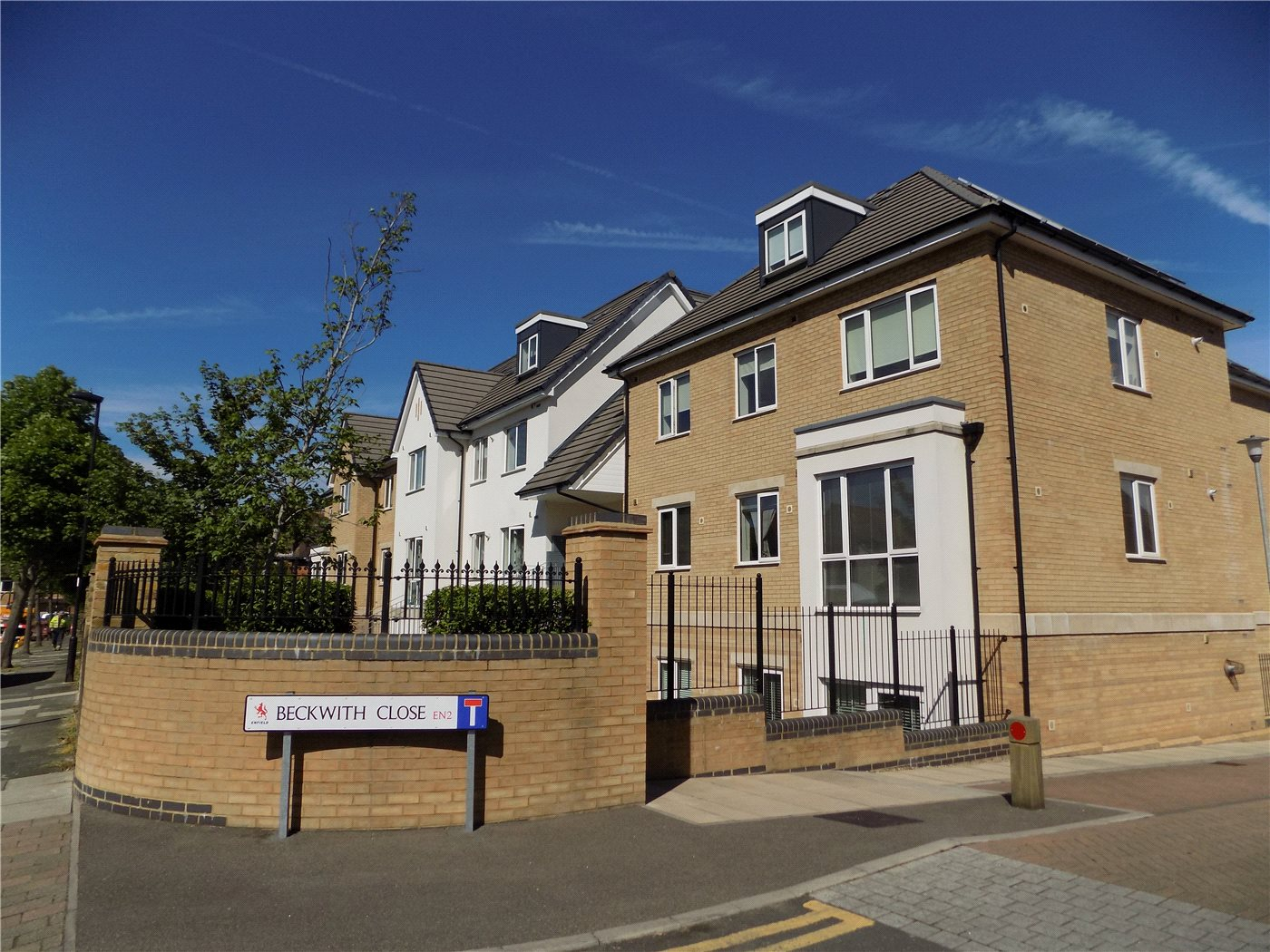 3 Bedrooms Flat for sale in Sporton Court, Drapers Road, Enfield, EN2