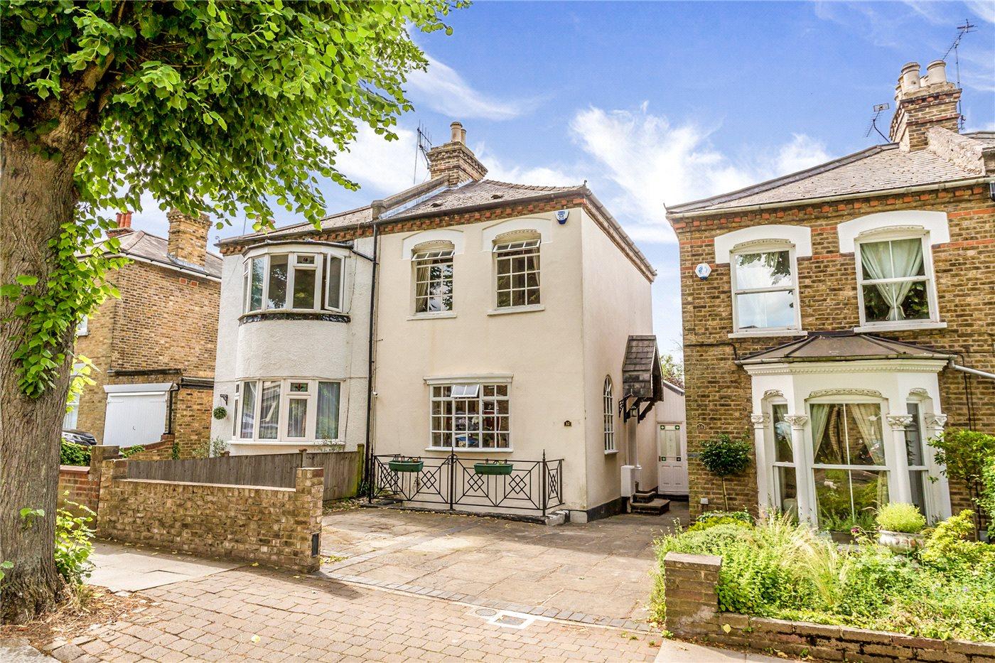 4 Bedrooms Semi Detached House for sale in Essex Road, Enfield, EN2