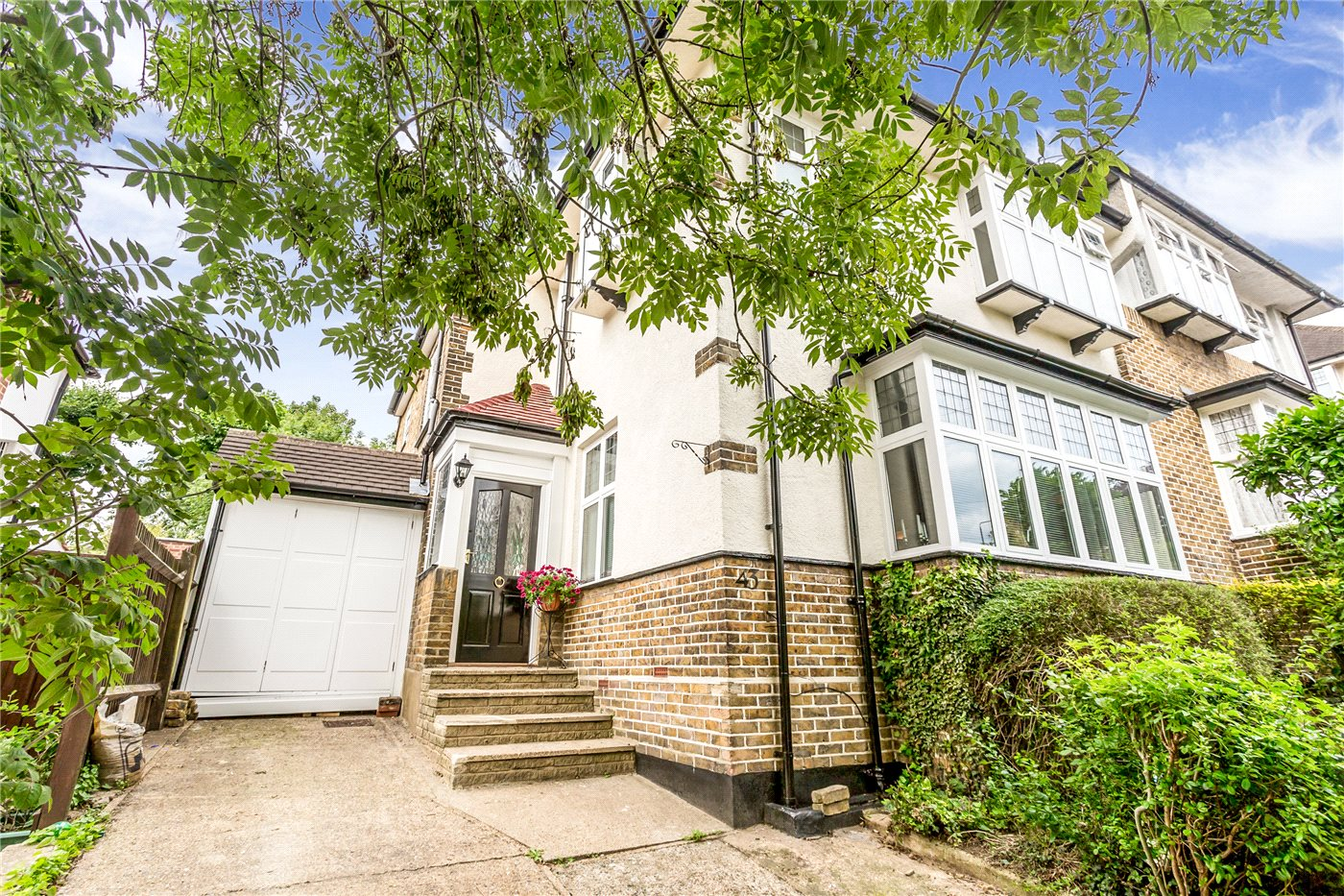 4 Bedrooms Semi Detached House for sale in Slades Hill, Enfield, EN2