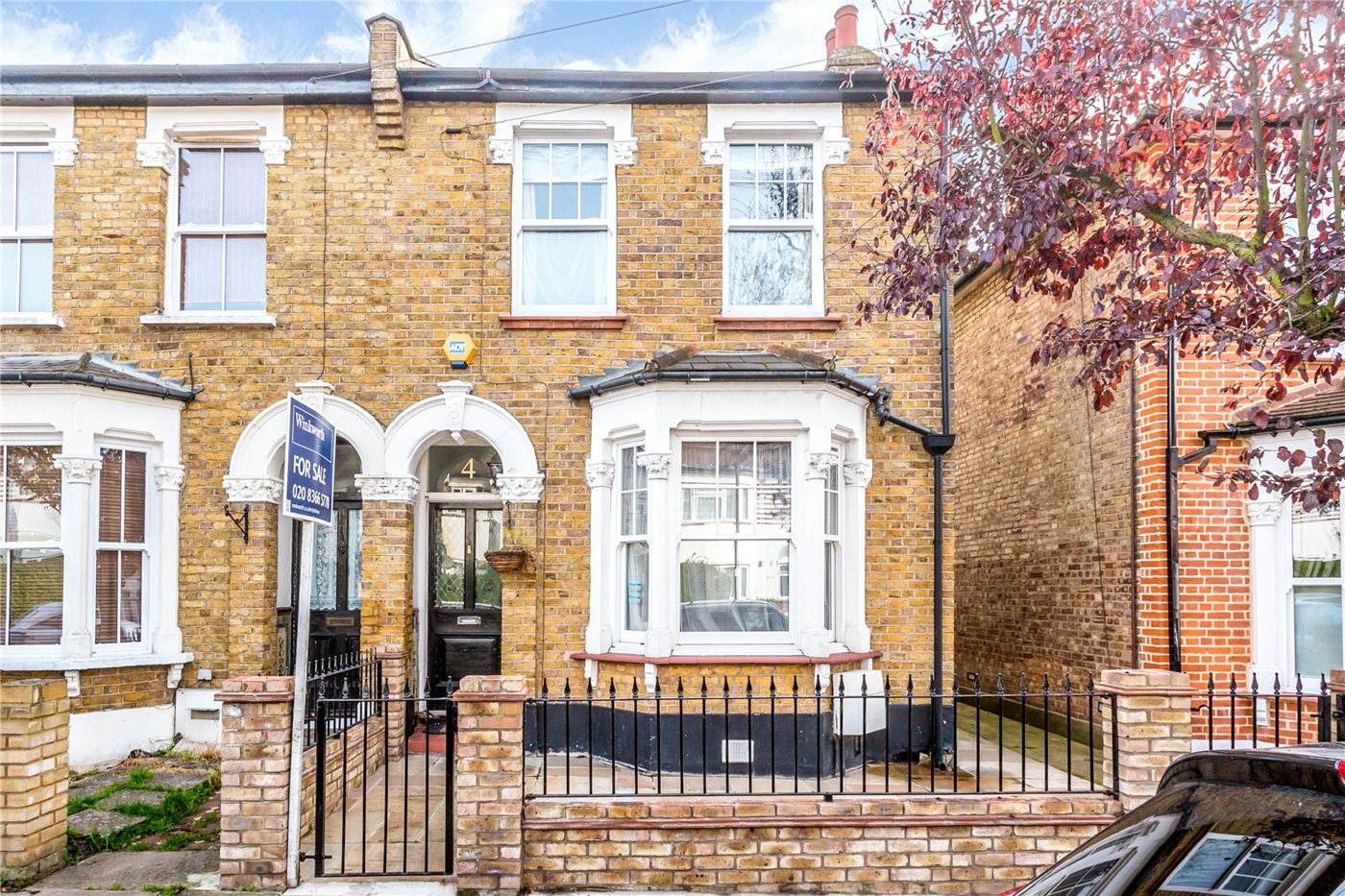 4 Bedrooms Semi Detached House for sale in Fotheringham Road, Enfield, EN1