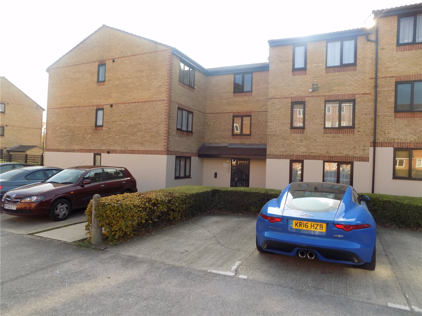 2 Bedrooms Flat for sale in Linwood Crescent, Enfield, EN1