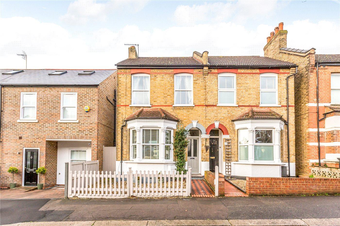 3 Bedrooms Semi Detached House for sale in Birkbeck Road, Enfield, EN2