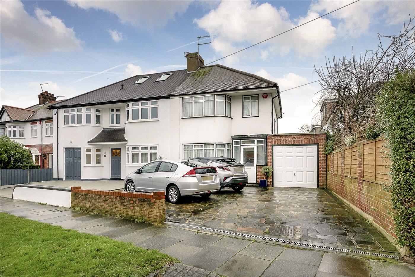 3 Bedrooms Semi Detached House for sale in Churchbury Lane, Enfield, EN1