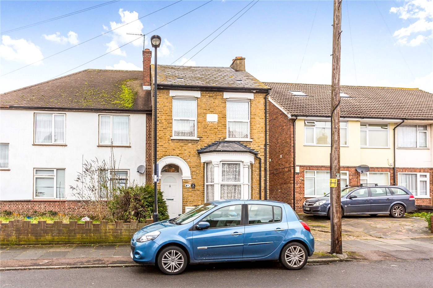 3 Bedrooms Semi Detached House for sale in Bridgenhall Road, Enfield, EN1