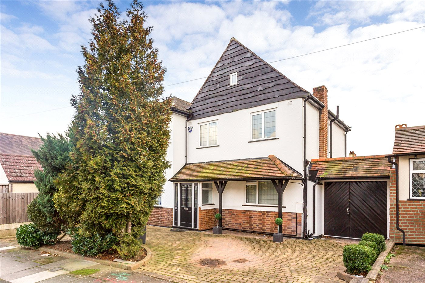 4 Bedrooms Detached House for sale in Cedar Park Road, Enfield, EN2