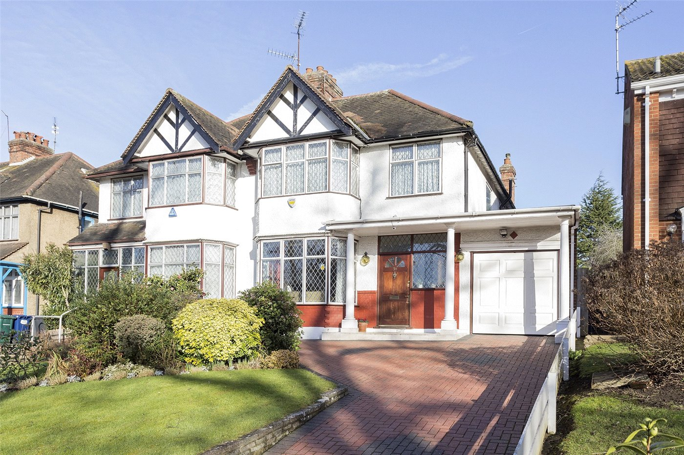 4 Bedrooms Semi Detached House for sale in Moss Hall Grove, Finchley, London, N12