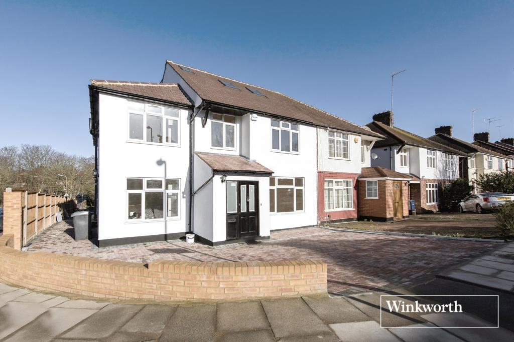 5 Bedrooms House for rent in Chesterfield Road, London, N3