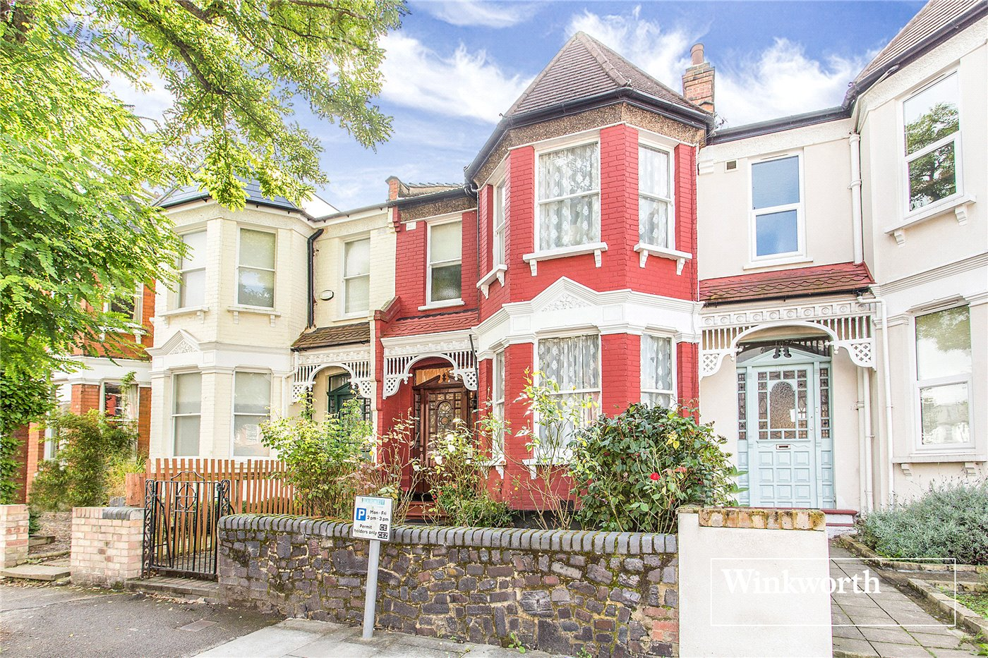3 Bedrooms Terraced House for sale in Station Road, Finchley, London, N3