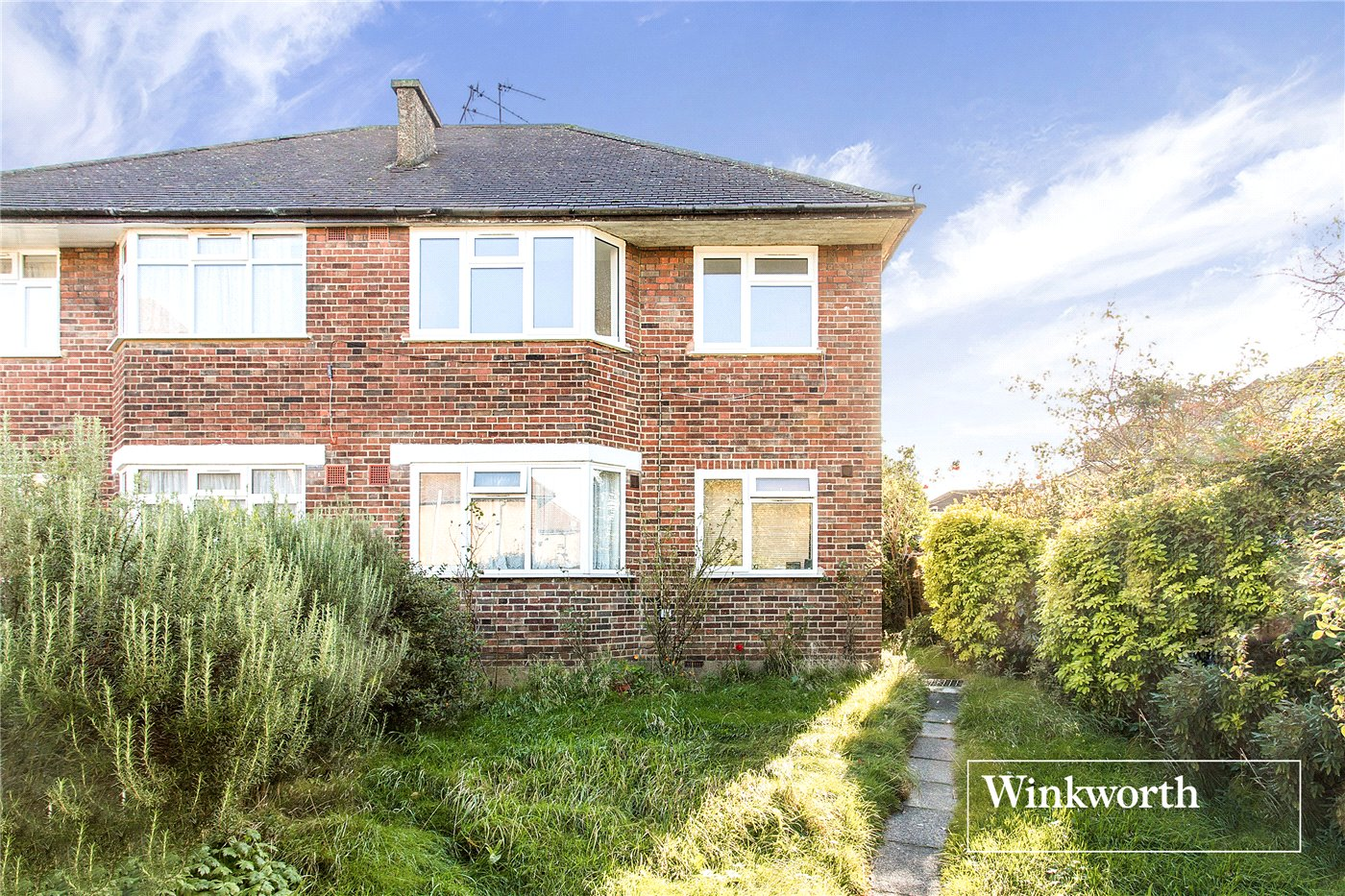 2 Bedrooms Maisonette Flat for sale in Station Close, Finchley, London, N3