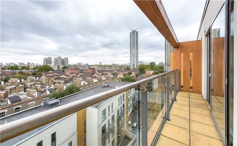 2 Bedrooms Flat for sale in Crampton Street, Walworth, London, SE17
