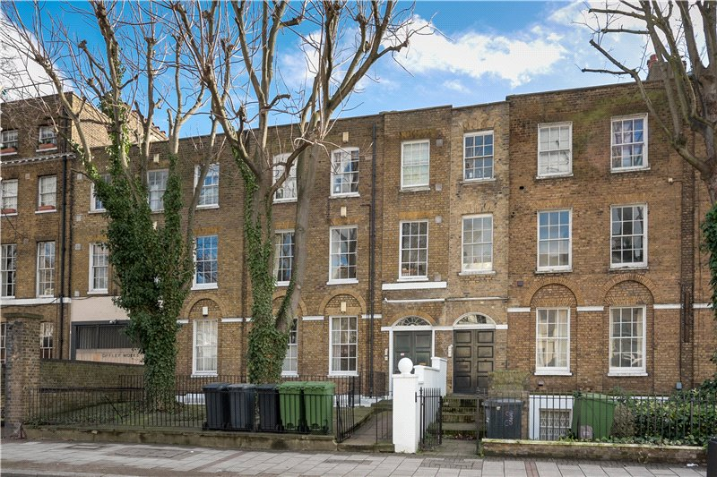 2 Bedrooms Flat for sale in Clapham Road, Oval, London, SW9