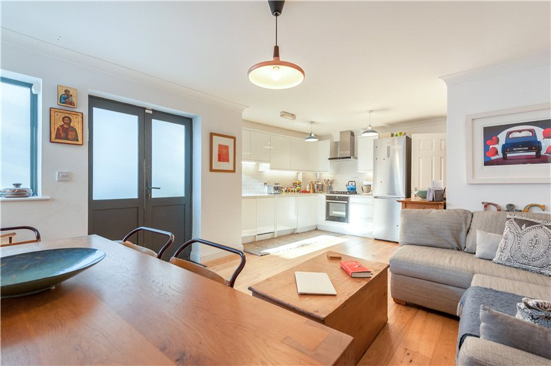 1 Bedroom Flat for sale in Elmington Road, Camberwell, London, SE5
