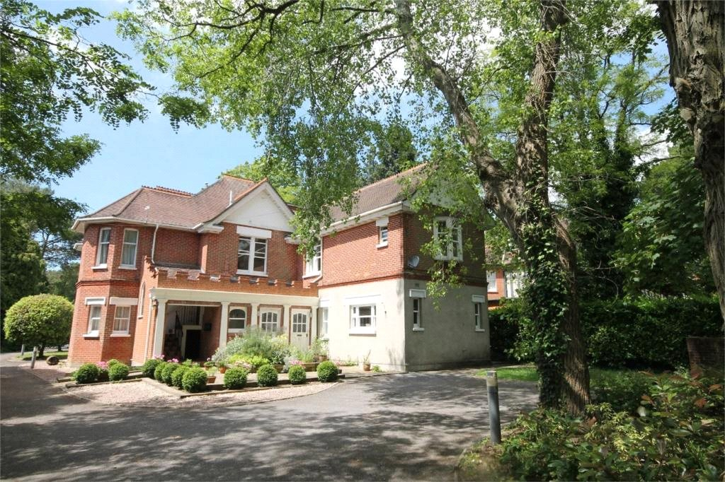 2 Bedrooms Flat for sale in Spur Hill Avenue, Lower Parkstone, Poole, Dorset, BH14