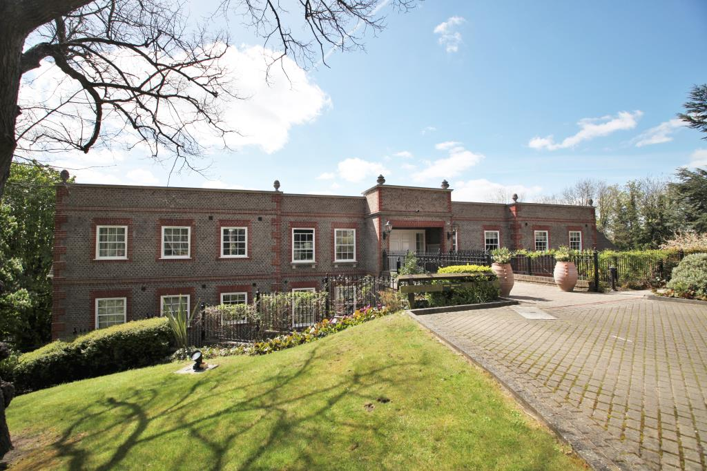 2 Bedrooms Flat for sale in Treetops, The Mount, Caversham Heights, Reading, RG4