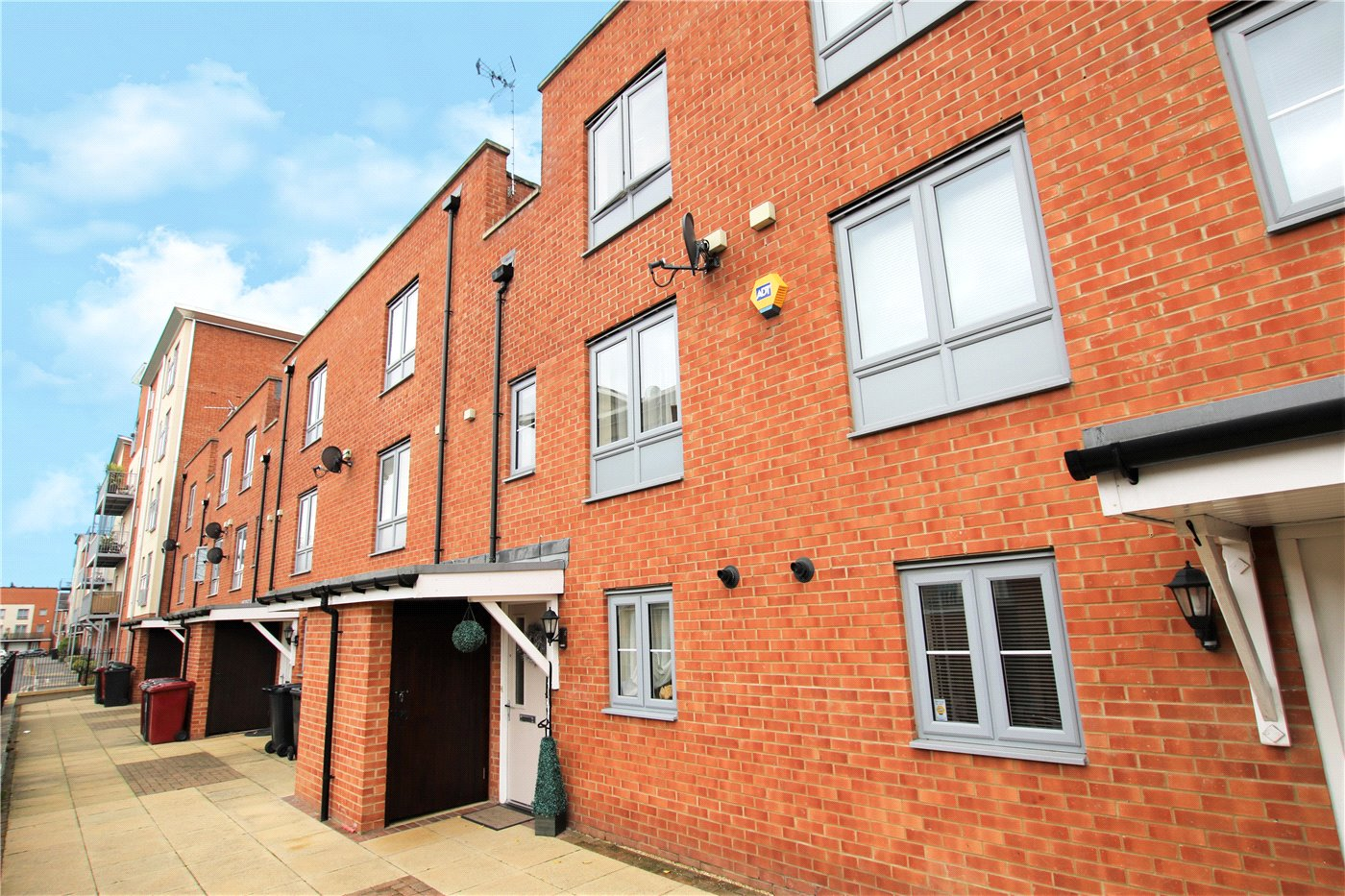 4 Bedrooms Terraced House for sale in Battle Square, Reading, Berkshire, RG30