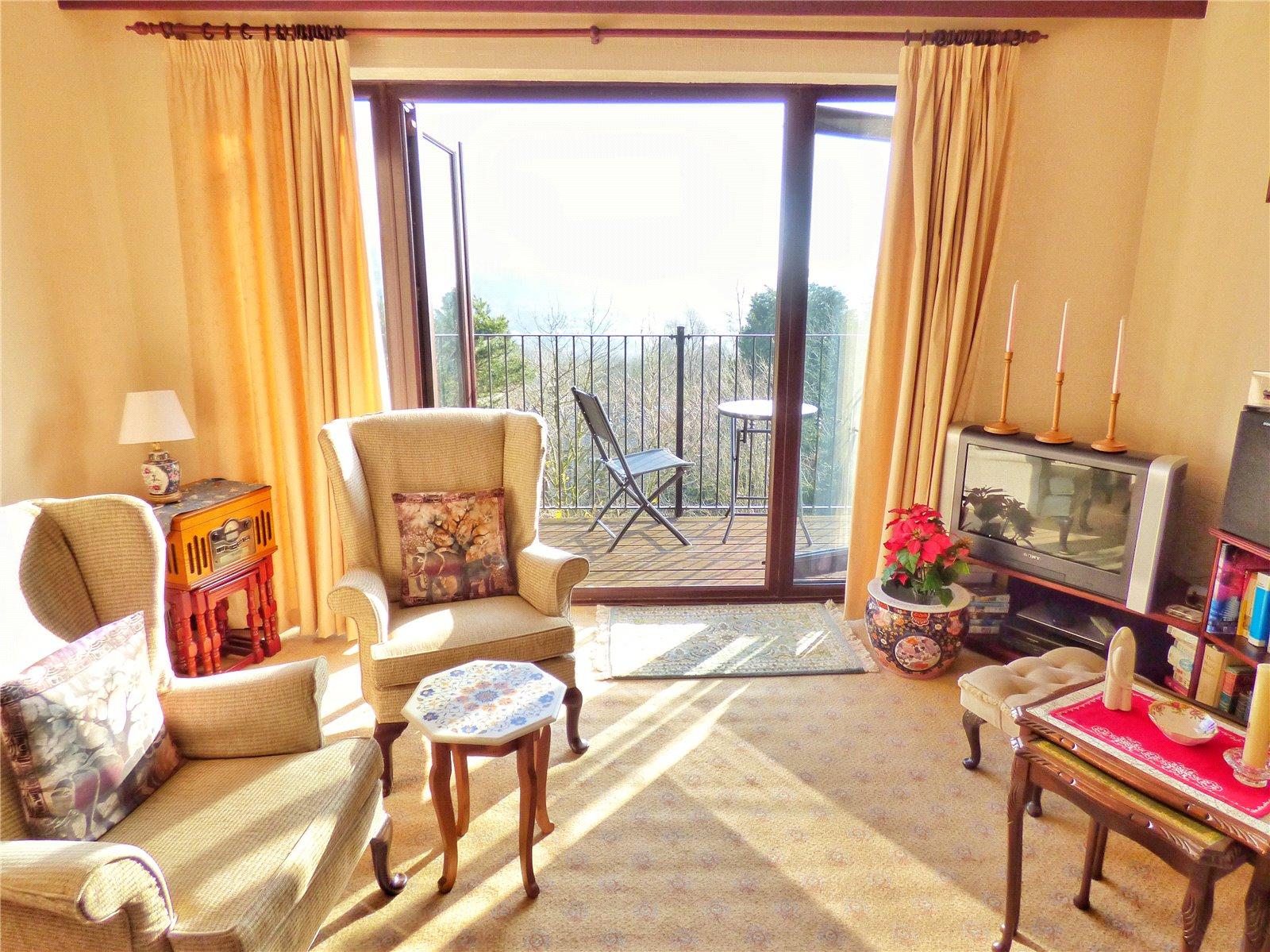 Lounge To Balcony: