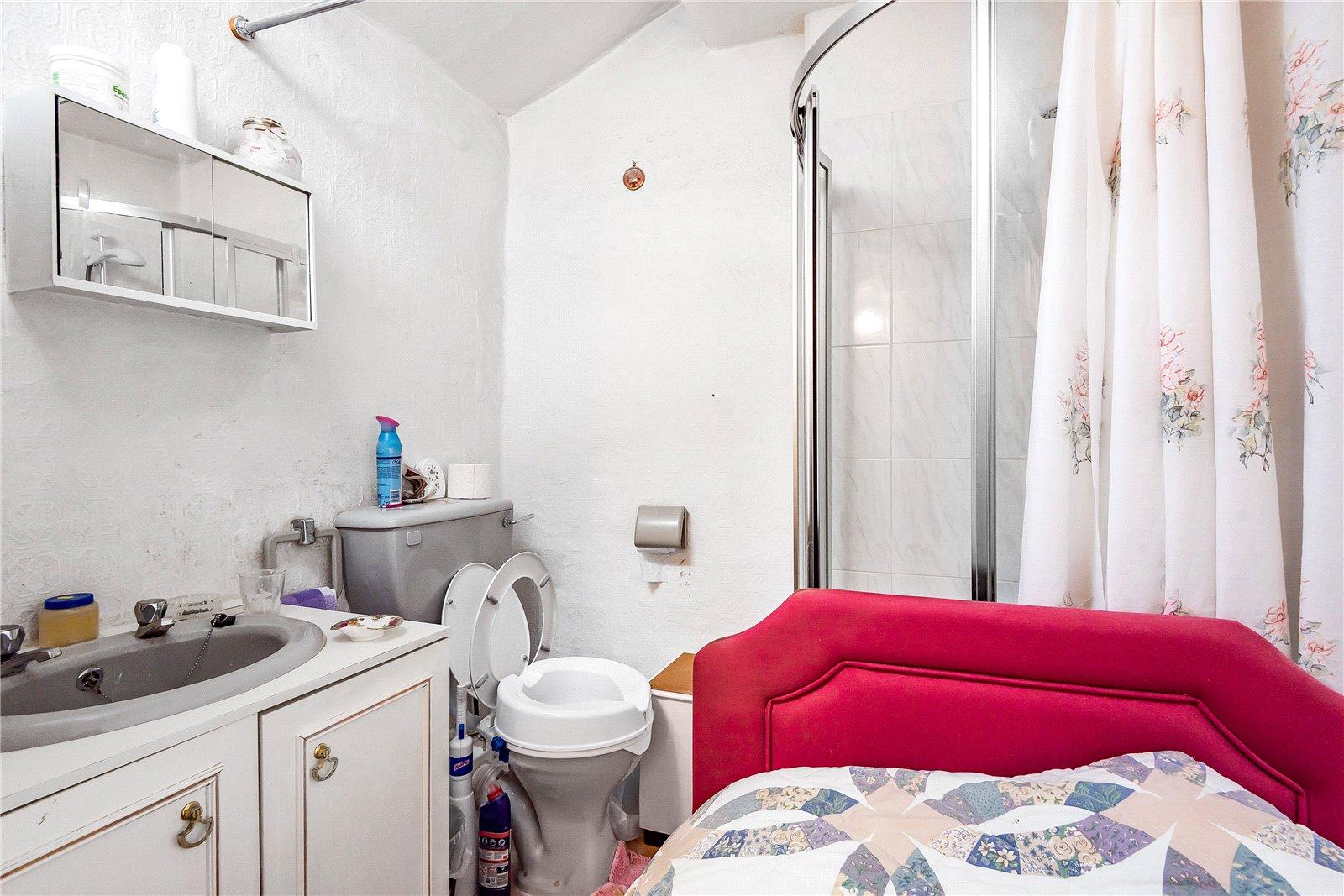 En-Suite Shower: